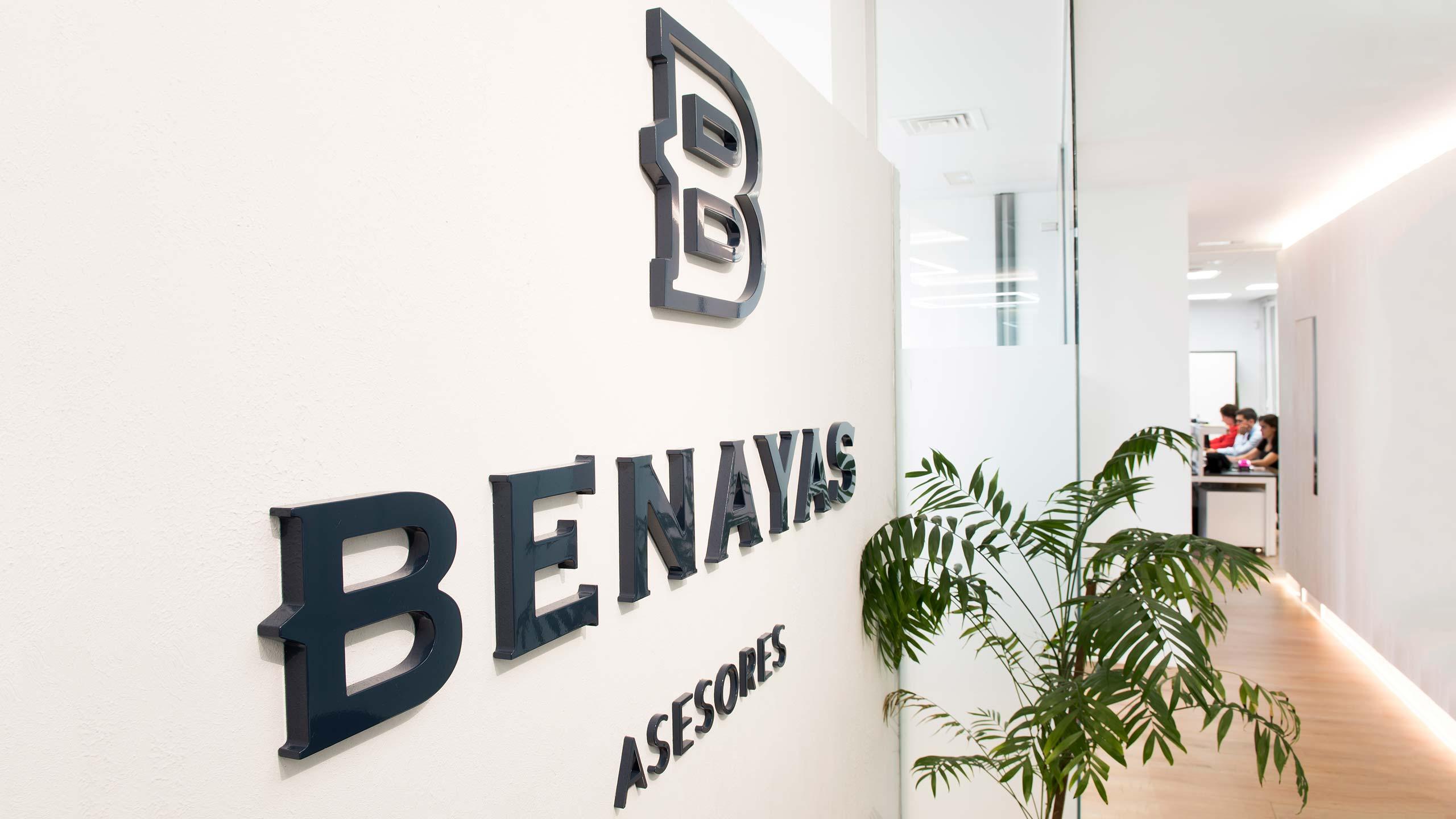 Diseño de rótulo corpóreo interior para las oficinas Benayas Asesores Madrid Rediseño