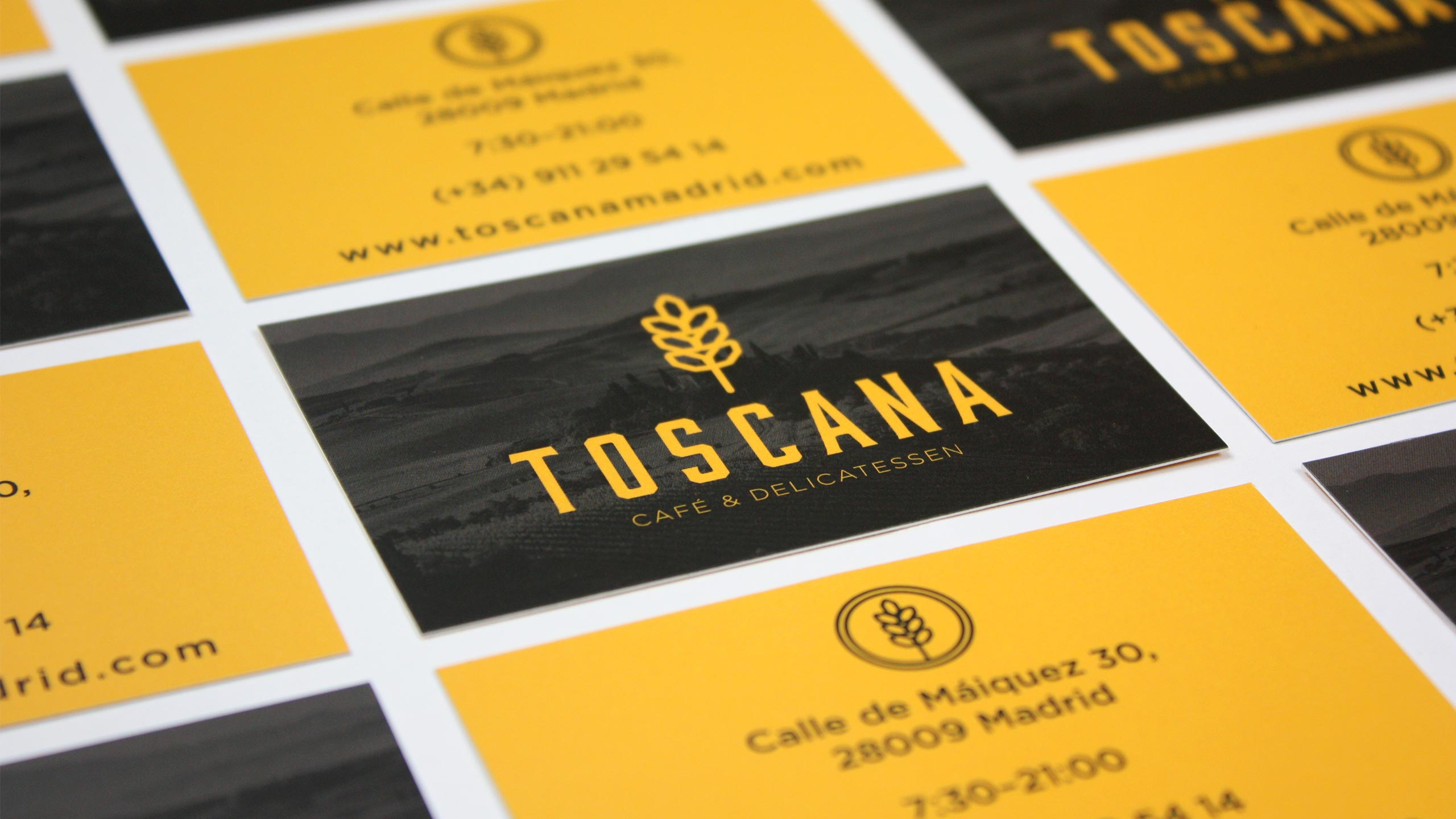 Diseño de piezas de papelería corporativa para la cafetería Toscana Madrid