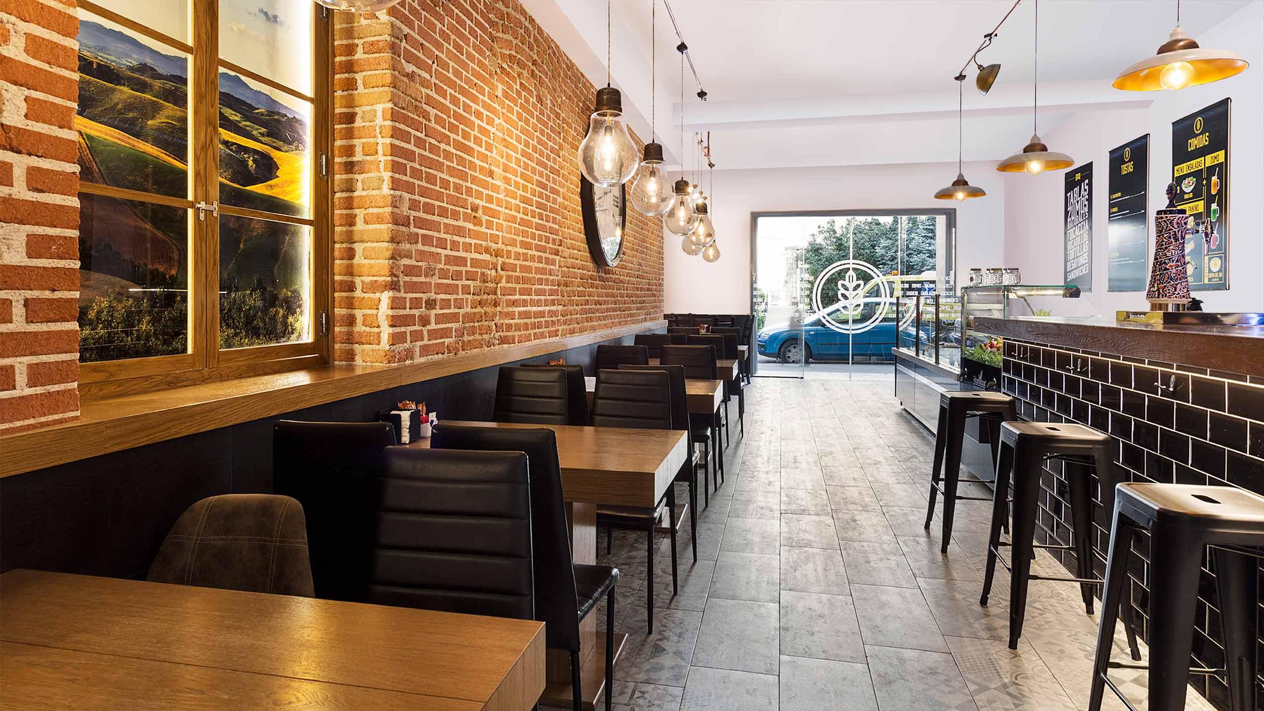 Diseño de vinilos y menús interiores para la cafetería Toscana Madrid